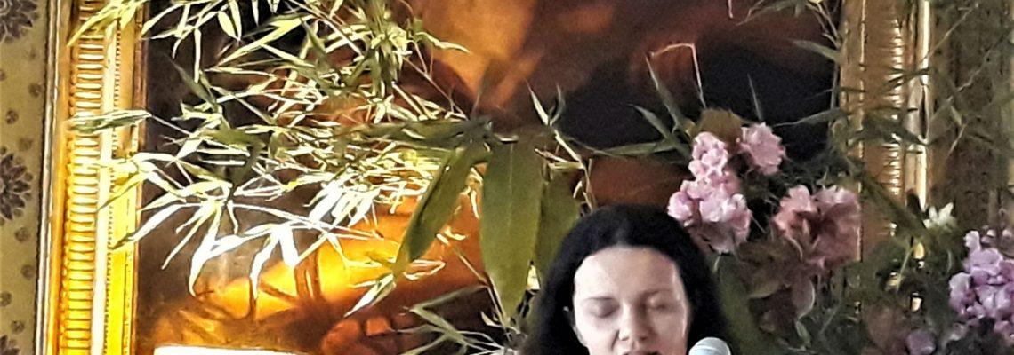 Jo Burns, poet reading at Strokestown Festival